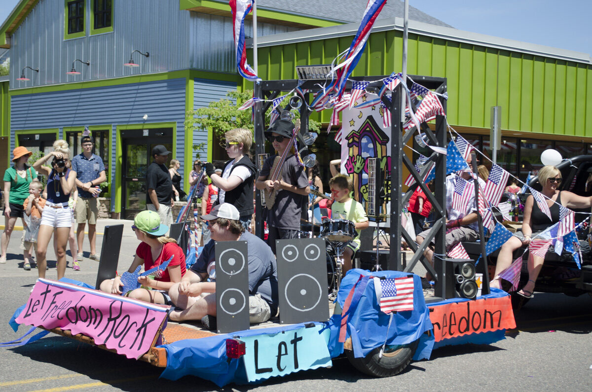 2016-Marquette-Fourth-of-July-Parade-Great-Lakes-Radio_28
