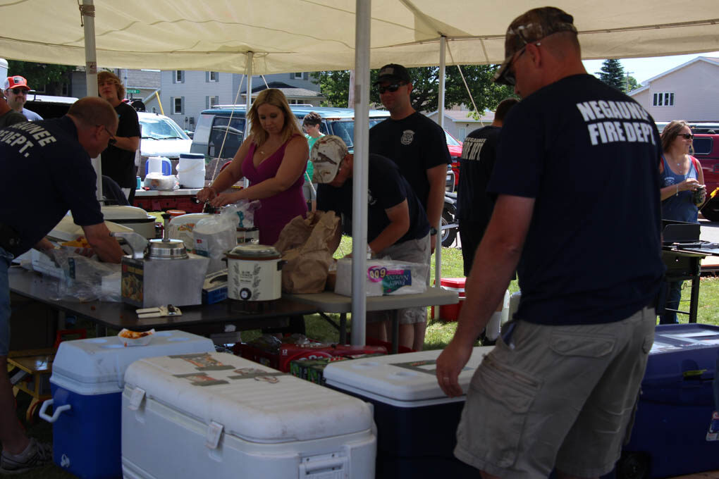 Negaunee Fire Department Serves at the Picnic