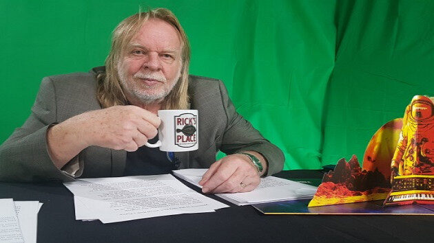 M_RickWakeman630_withmug_102120